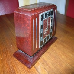 Lovely french bakelite clock by jaz in excellent working condition