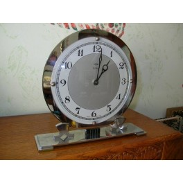 Good eight day english modernist chrome table or mantle clock