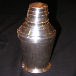 A good english silver plated step design cocktail  shaker