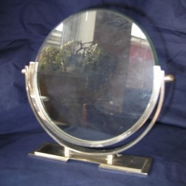 Good oval photo frame with original bevelled glass