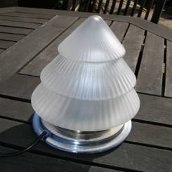 Stepped cone design french table lamp